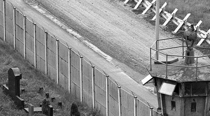 berlin-wall-watchtower
